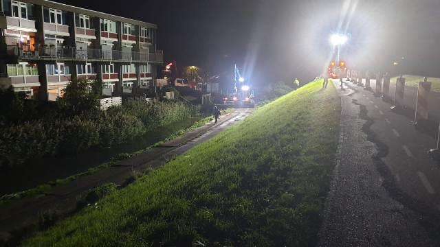 Deel Westerdijk Hoorn verzwakt; Met spoed Big bags met zand geplaatst