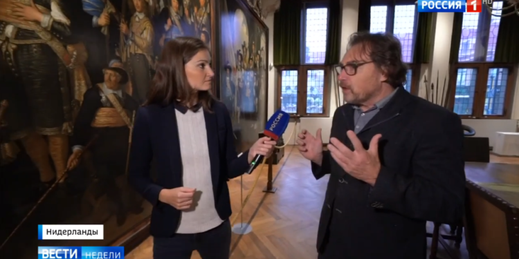 Russia 1 TV op bezoek bij Westfries Museum over discussie term Gouden Eeuw