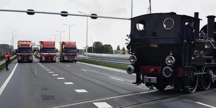 Vernielingen aan stoomtram overweg Westfrisiaweg