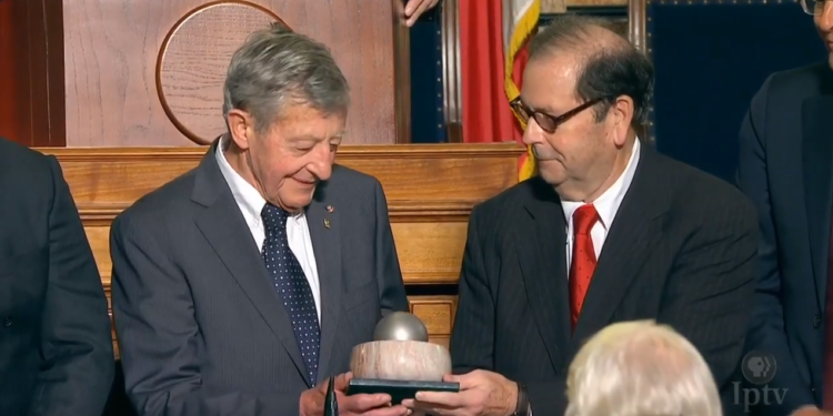 Simon Groot (84) neemt World Food Prize Laureate Award in ontvangst [video]