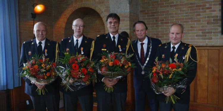 Vrijwilligers blusgroep Medemblik geëerd met eenKoninklijke onderscheiding