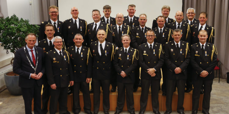 Lintjes voor 20 jaar lid van de vrijwillige brandweer