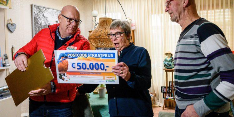 Inwoners Bovenkarspel winnen 287.500 euro in Loterij