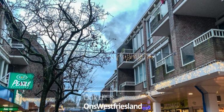 Brand in woning boven winkels Huesmolen (update) [video]