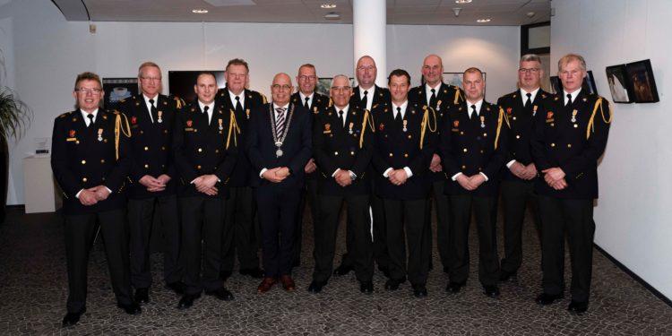 12 brandweervrijwilligers in Koggenland Koninklijk onderscheiden