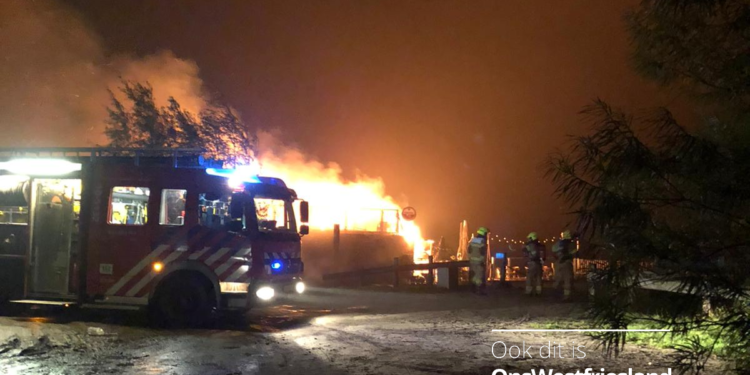 Brand verwoest restaurant De Baai op Schelpenhoek in Hoorn (update)
