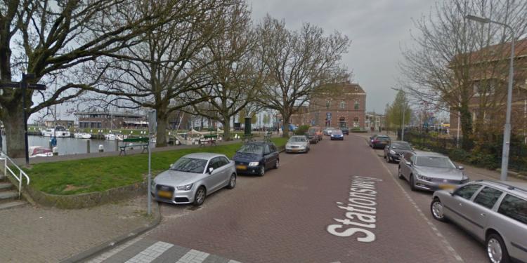 Brandstichting mogelijk bij autobrand Stationsplein in Enkhuizen