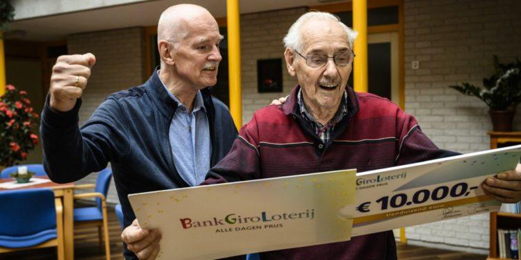 Maarten uit Enkhuizen wint 10.000 euro met Loterij