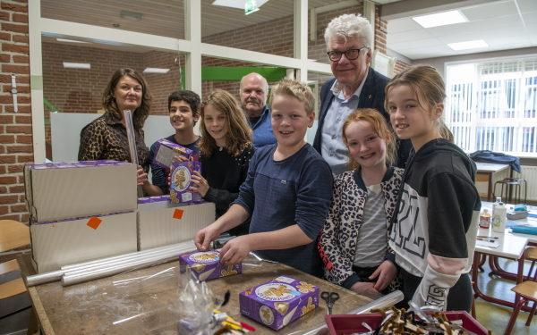 Enkhuizer kinderen maken kerstwens voor inwoners met zorg