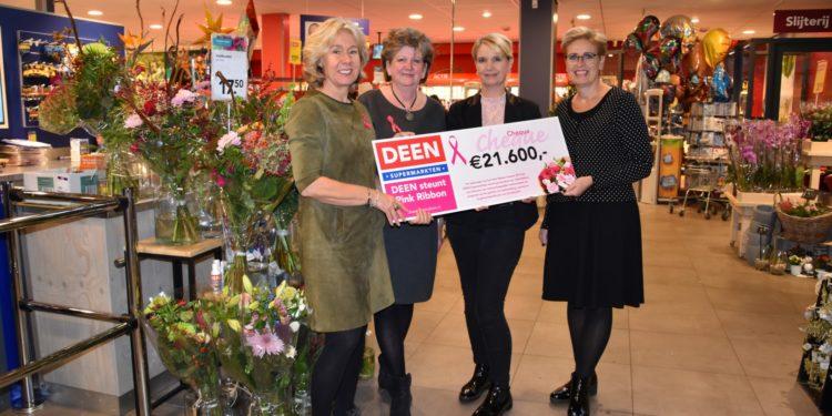 Verkoop roze boeketten levert mooie cheque op voor Pink Ribbon