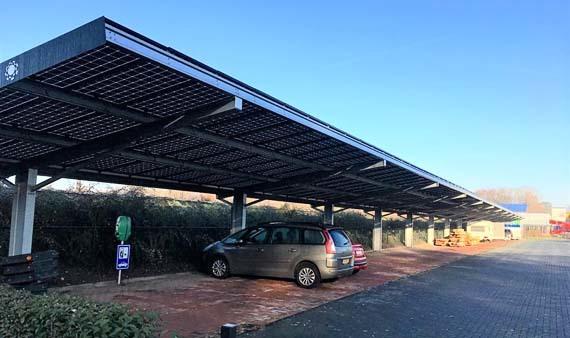Hoorn start pilotproject voor zonnepanelen boven parkeerplekken