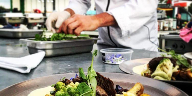 NH Catering verzorgt samen met onderwijs en jongerenwerk VNG Congres diner
