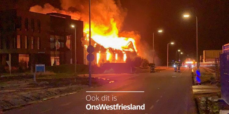 Uitslaande brand Moso Bamboo op Zevenhuis in Zwaag; Naast gelegen pand ook in brand (updates)