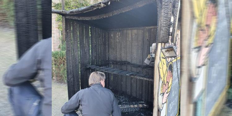 'Triest figuur' steekt broodkraam in Berkhout in brand