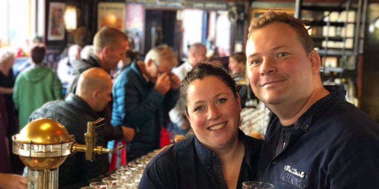 Uitbater Café Charlies in Hoorn; 'Anderhalve meter horeca bestaat niet'