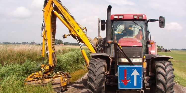 Maaien wegbermen voor verkeersveiligheid