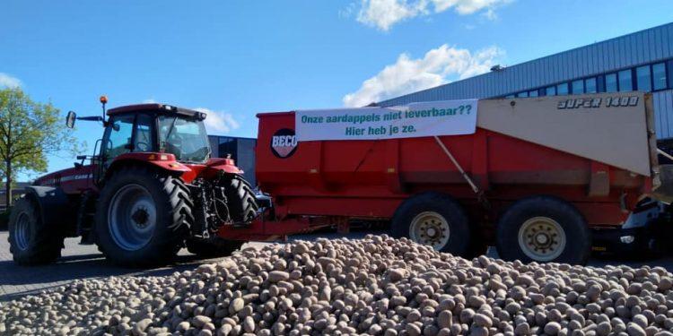 Aardappelteler stort 6 ton aardappelen voor hoofdkantoor Deen