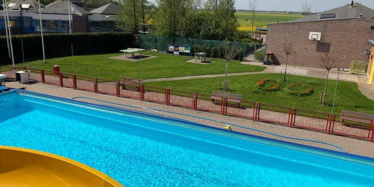 Zwembad Midwoud bepaalt rond 1 juni over openstelling