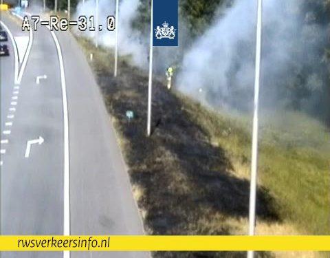 100 meter berm langs A7 afrit Hoorn Centrum in de brand
