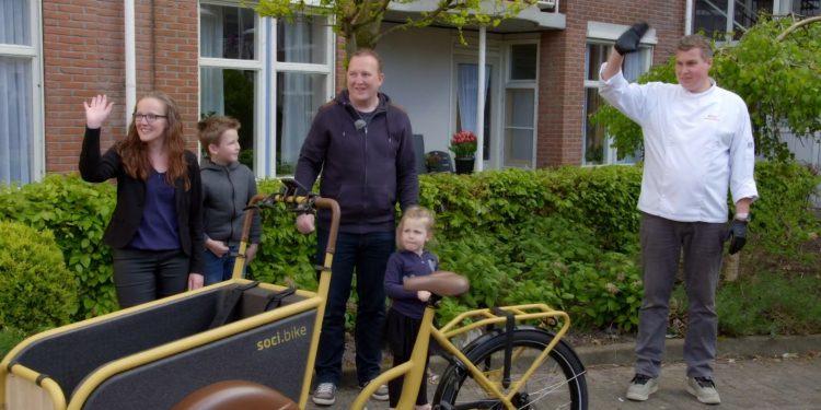 Bakfiets van soci.bike uit Enkhuizen helpt stroopwafel verkoper