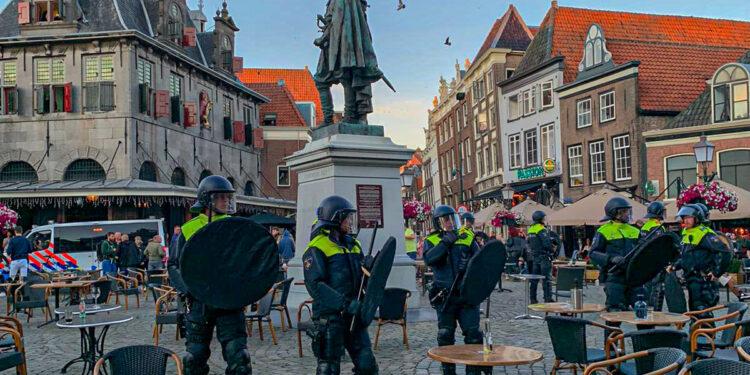 'Relschoppers beëindigen rustig en vreedzaam protest met onrust in Hoorn'