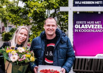 Arjan en Samantha als eerste aangesloten op nieuwe glasvezelnetwerk in Koggenland