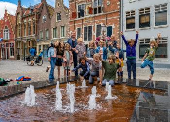 Nieuwe speelse waterfontein is 'de kers op het Kerkplein'