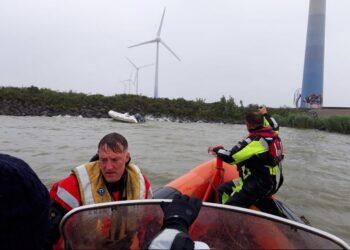 Reddingboot Wijdenes uitgevaren voor verloren bijboot