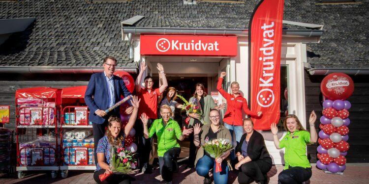 Winkelhart Zwaagdijk uitgebreid met Kruidvat; Opening met actie voor goed doel