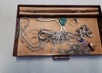 Politie zoekt eigenaar van kistje met sieraden