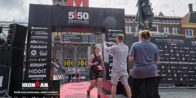 Vrijwilligers bij Ironman Westfriesland helpen event en de eigen clubkas