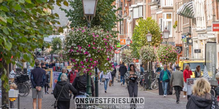 OSH: 'Winkelmedewerkers draag mondkapje en verzoek klanten dat ook te doen'