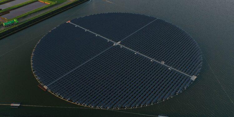 Primeur Andijk: Straks grootste drijvende, dynamische, zonnepark van Europa