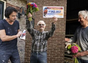Inwoners Wijdenes winnen 1 miljoen euro in Postcode Loterij