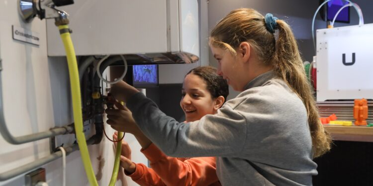 Leerlingen Kompas op ontdekkingstocht in Technobiel