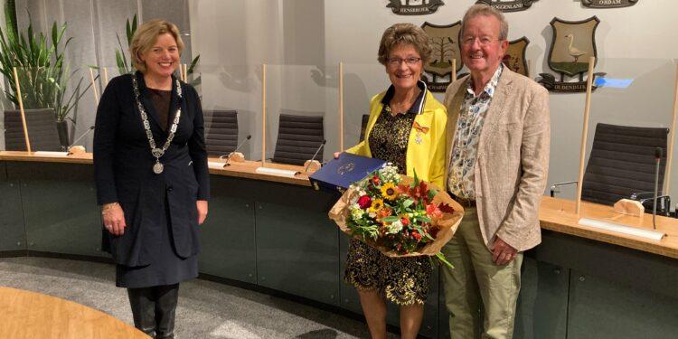 Koninklijke onderscheiding voor vertrekkend raadslid Corrie van Leijen- Spaansen
