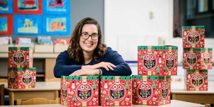 Kerst Knabbelbox brengt leerlingen tóch samen aan de kerstdis