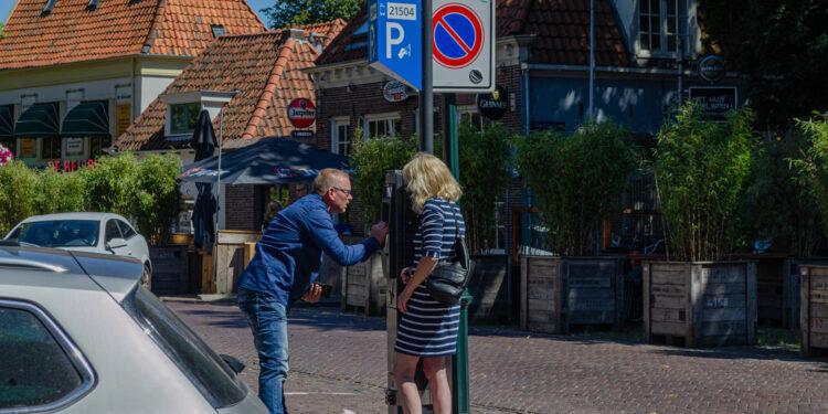 Nieuwe parkeertarieven in Hoorn; 'Extra inkomsten voor fietsenstalling binnenstad'