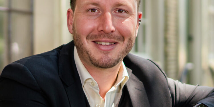Hoornse wethouder Bashara in top 3 'Beste Bestuurder jonger dan 40 jaar'