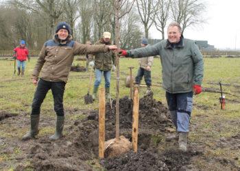 Eerste bomen geplant voor Voedselbos bij het Streekbos; Opening 2022