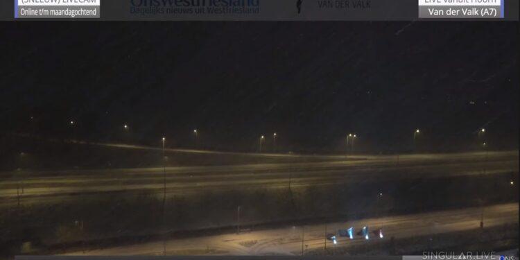 Kijk live mee met sneeuwcam Hoorn; Van niks, naar wind en laagjes sneeuw [video]