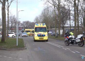 Fietser zwaargewond na aanrijding met auto in Medemblik [video]