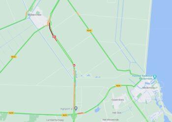 A7 bij Middenmeer richting Hoorn afgesloten na gekantelde vrachtwagen