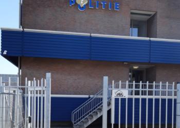Tijdelijke ingang politiebureau Hoorn niet toegankelijk voor rolstoel en scootmobiel