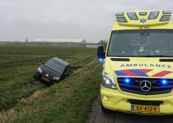 Vrouw (72) uit Andijk overleden bij eenzijdig ongeval in Lutjebroek