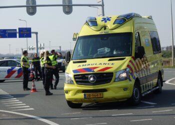 Fietser gewond na aanrijding in Enkhuizen; Houtribdijk korte tijd afgesloten