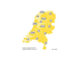 KNMI: Code geel voor zware windstoten en kans op gladheid door winterse buien