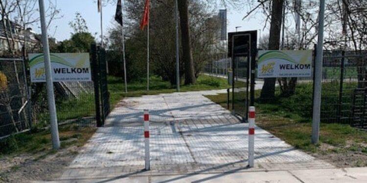 Buren en sportvereniging opgelucht; SV Westfriezen voor motorvoertuigen bereikbaar via Oostergouw
