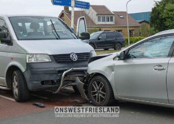 Drie auto's betrokken bij ongeluk op de Elbaweg in Hem