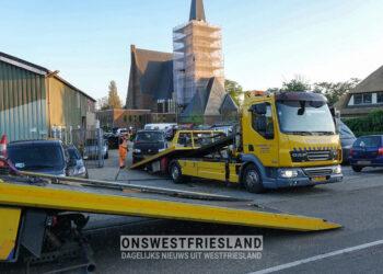 Politie inval in pand Andijk; Meerdere auto's en goederen in beslag genomen (update)
